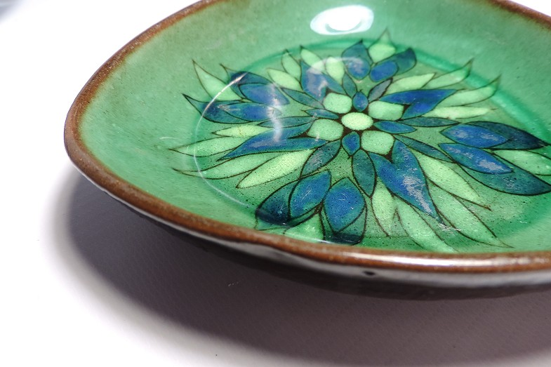 Saleroom Guernsey Pottery Dish Briglin Com
